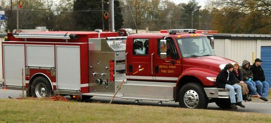 12 December 2009 Smokey Road Parade: Devil&#8217;s Pond New Rescue Pumper