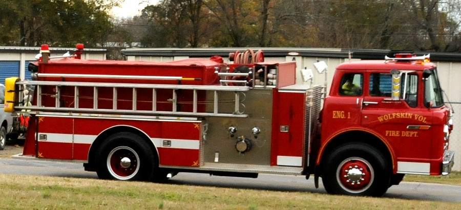 12 December 2009 Smokey Road Parade: Wolfskin&#8217;s Pumper, Engine 1